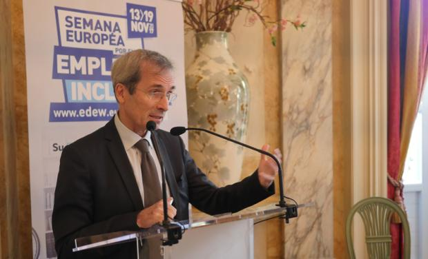 photo de l'ambassadeur de france en espagne lors de la conference