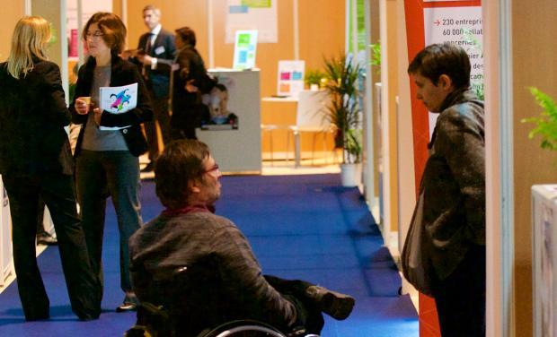 Photo d'un stand du Forum Emploi Handicap Ile-de-France de LADAPT