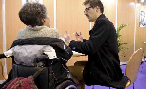 photo d'une personne handicapée en entretien de recrutement